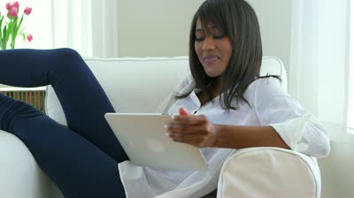 black-woman-tablet